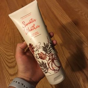 🍂 NWT Sweater weather bath and body works lotion